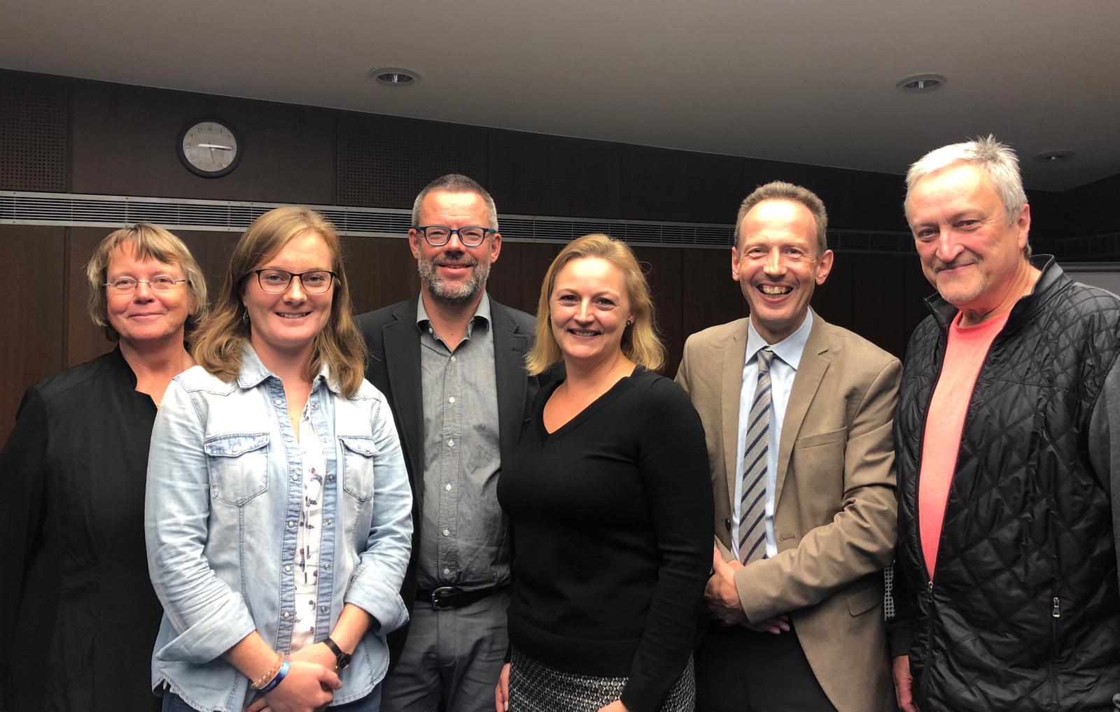 Das Bild zeigt die sechs gewählten Präsidiumsmitglieder der DGfG